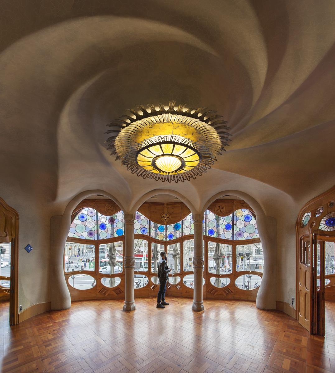 Maravilloso salon modernista casa Battlò en Barcelona