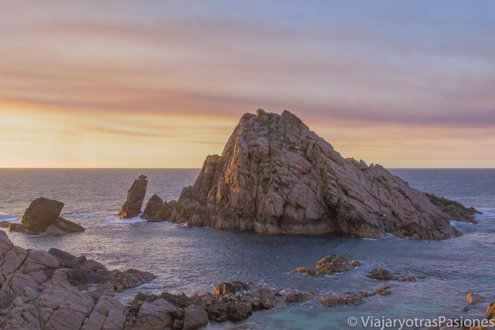 Atardecer frente al océano índico y al Sugarloaf Rock en la Margaret River Region en el viaje a Perth y Western Australia