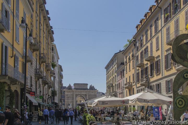 Panorama del famoso Corso Como en Milán, Italia