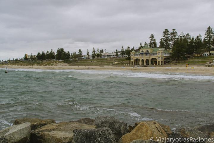 Vista típica de la Cottesloe Beach en los suburbios de Perth en Western Australia