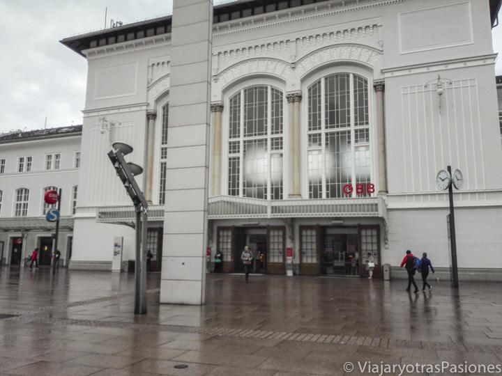 Fachada de la estación de Salzburgo, en Austria