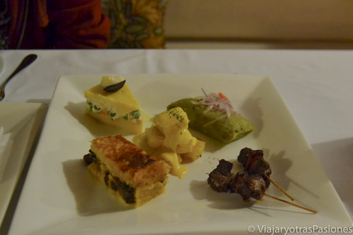 Deliciosa comida en el restaurante del museo Larco en Lima en Perú
