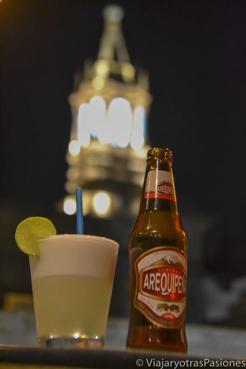 El famoso Pisco Sour y la cerveza Arequipeña en Arequipa en Perú