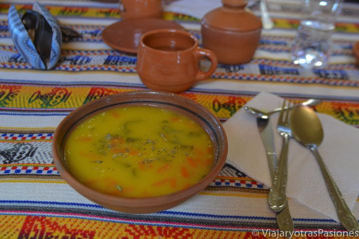 Deliciosa sopa de verdura y quinoa en el viaje a Perú