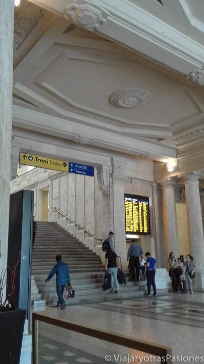 Imagen de una sala interior de la estación central de Milán, en Italia