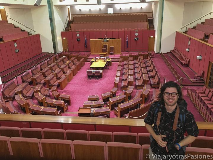 Interior del Parlamento nuevo en la ciudad de Canberra en Australia