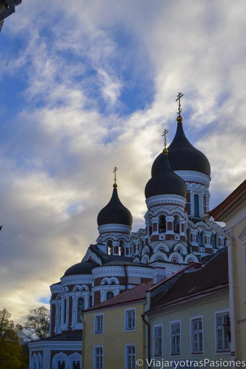 Catedral ortodoxa de Alexandr Nevsky en la colina de Toompea en Tallin en Estonia