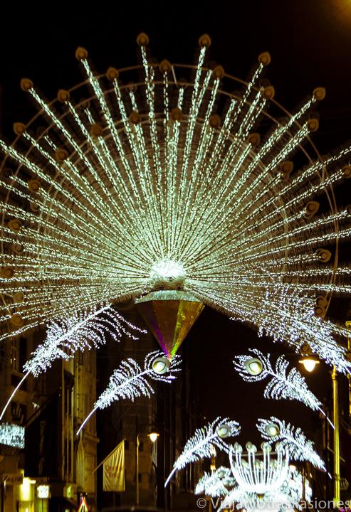 Iluminación de Bond Street con las luces de Navidad en Londres en Inglaterra