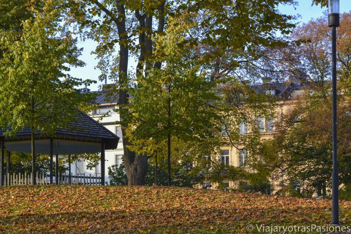 Estampa otoñal del parque Tegnerlunden, Estocolmo