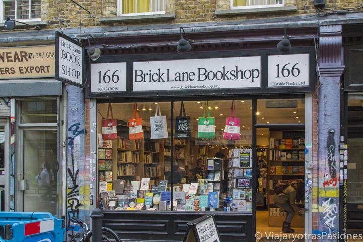 Fachada de la Brick Lane Bookshop en las mejores librerías de Londres en Inglaterra