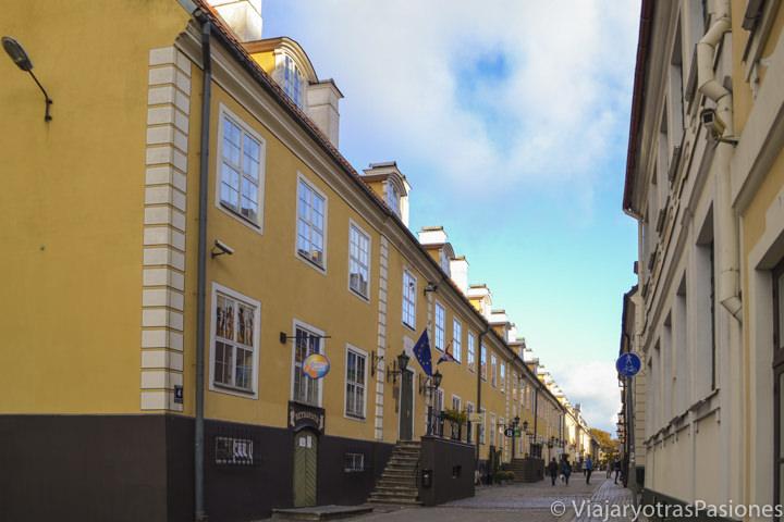 Vista panorámica de la calle Torna en Riga en dos días en Letonia