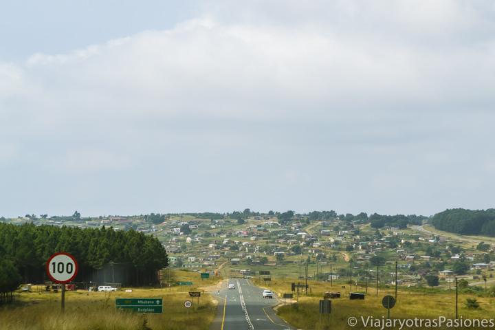 Carretera de camino al Parque Kruger, Sudáfrica