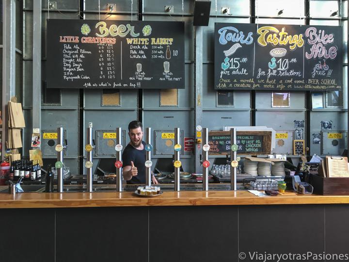 Little Creatures Brewery interior con cervezas y un ambiente hipster en Fremantle en Western Australia