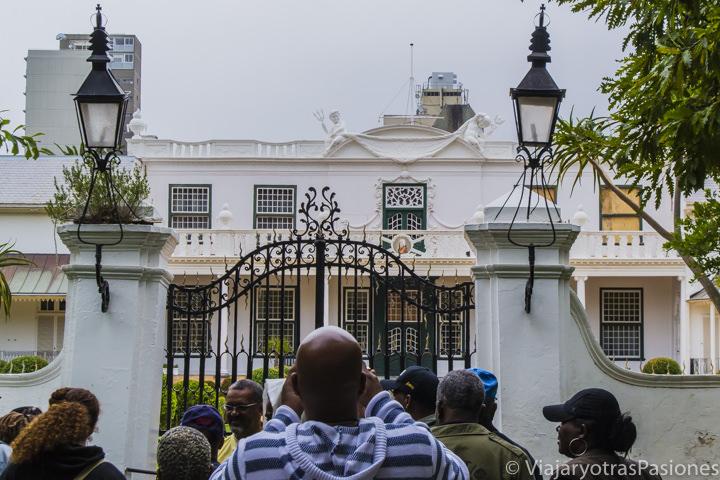 El blanco Parlamento de Sudáfrica en Ciudad del Cabo