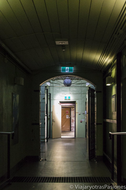 Interior del espectacular hostal YHA Fremantle Prison en Western Australia
