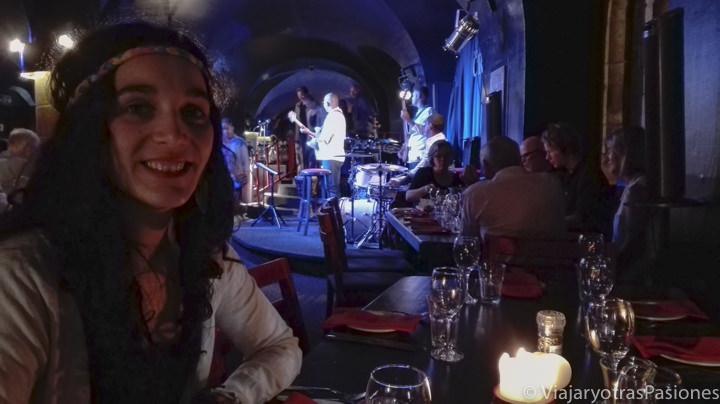 """En el famoso """"the Crypt"""", club de jazz de Ciudad del Cabo Sudáfrica"""