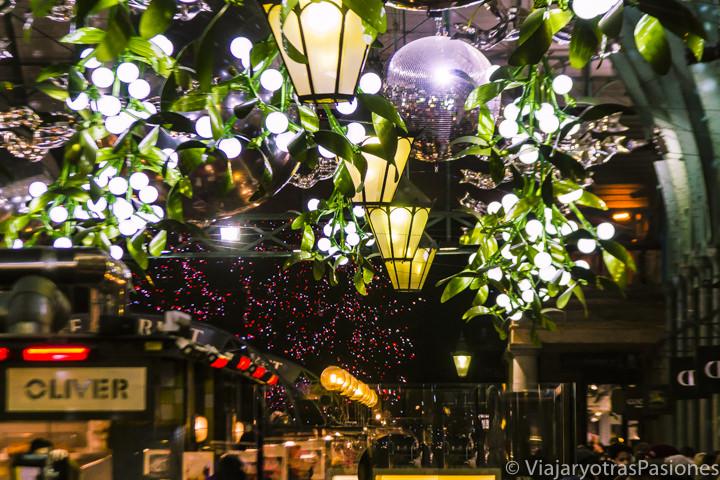 Iluminación navideña en Covent Garden en Navidad en Londres en Inglaterra