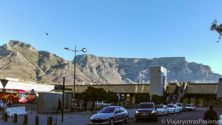 Vista escénica de Table Mountain en Ciudad del Cabo en Sudáfrica