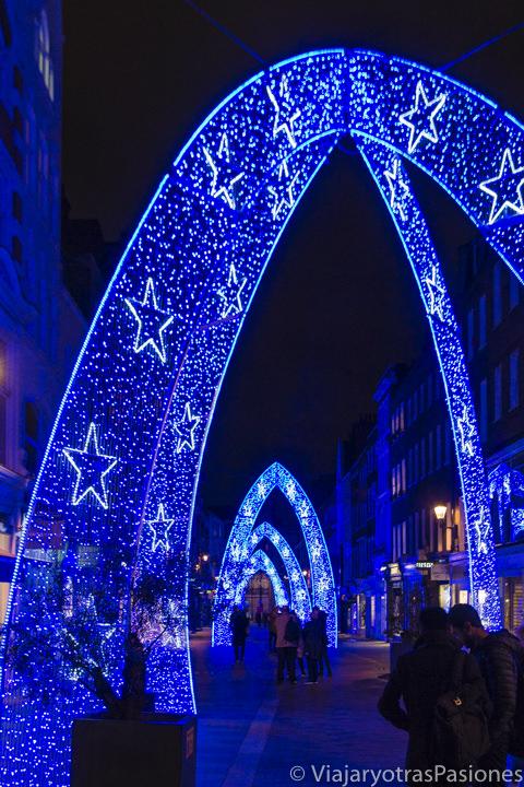 St Molton Street con las luces de Navidad en Londres en Inglaterra