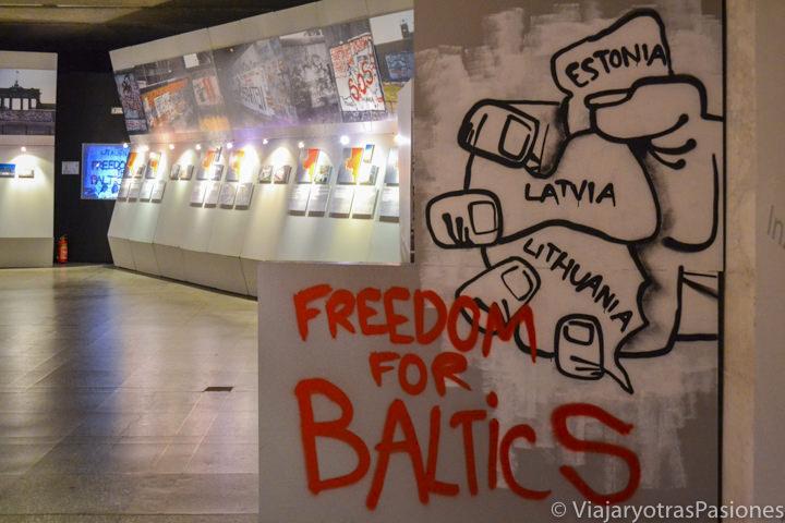 Interior del museo de la ocupación en Riga en dos días en Letonia