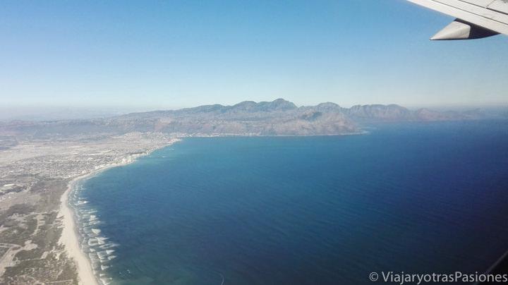 Preciosa vista de Ciudad del Cabo desde el aeropuerto en Sudáfrica