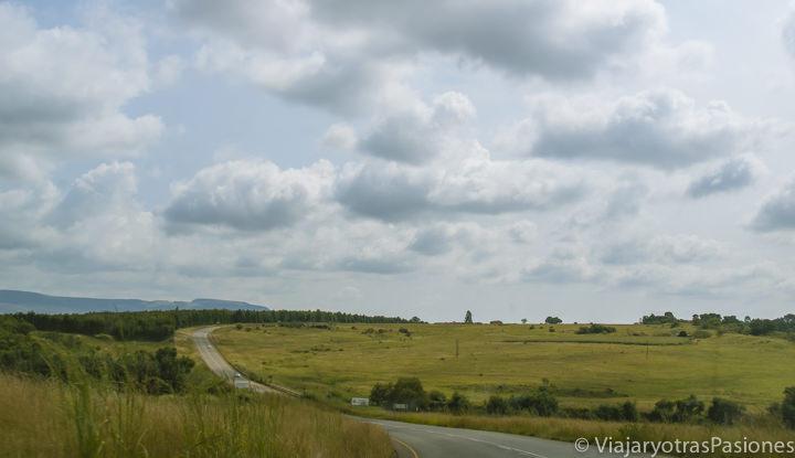 Típica carretera en un Road Trip viajando en Sudáfrica por libre