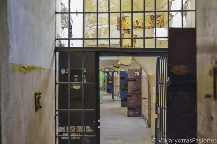 Interior de la antigua prisión soviética de Patarei, en Tallin, Estonia