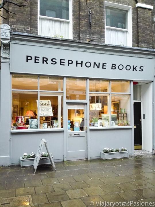 Fachada de la librería de libros de mujeres Persephone Books en Londres en Inglaterra