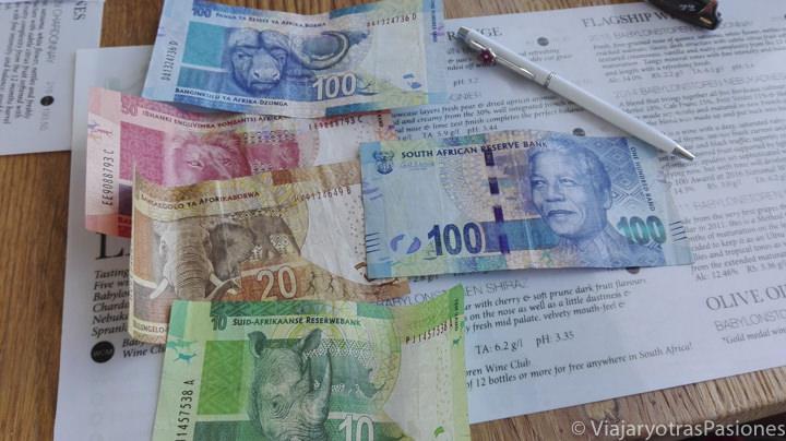 Billetes de Rand sudafricano para hacer el presupuesto de viaje a Sudáfrica