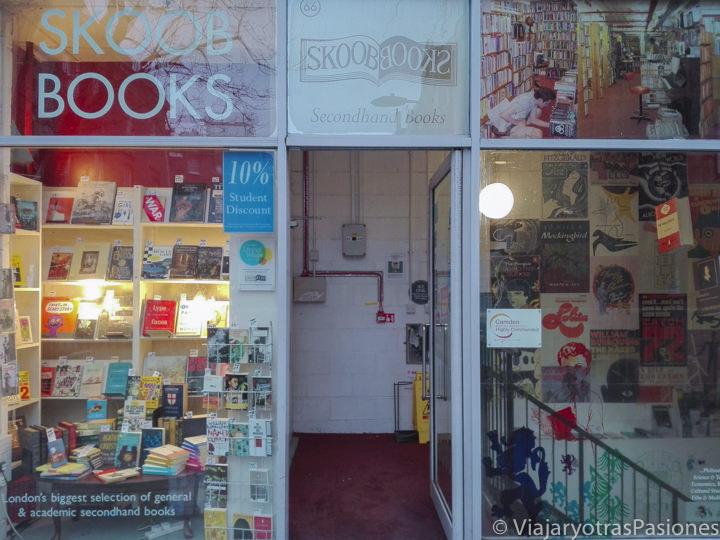 Fachada de la librería de libros de segunda mano Skoob Books en Londres en Inglaterra