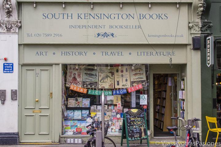 La fachada de la librería de South Kensington Books en Londres en Inglaterra