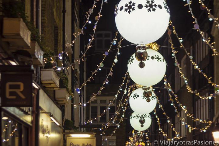 Iluminación de Navidad en St Cristopher's Place en las luces de Londres en Navidad en Inglaterra