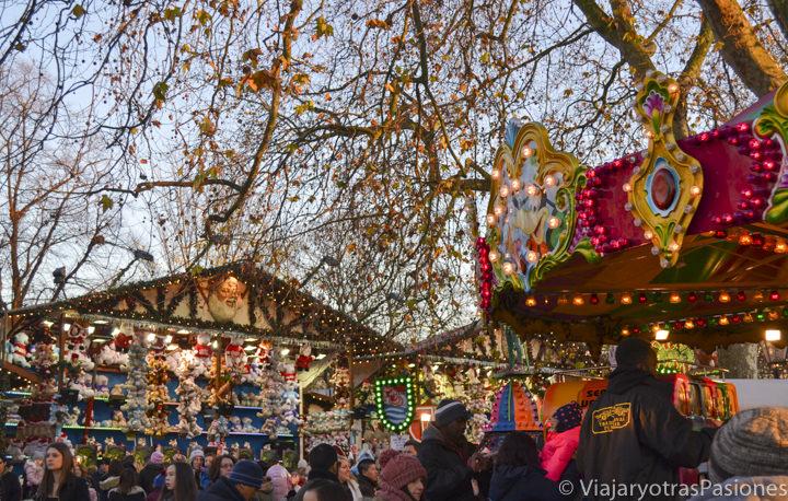 Tiovivo y tómbola para visitar en Winter Wonderland, en Londres en Inglaterra