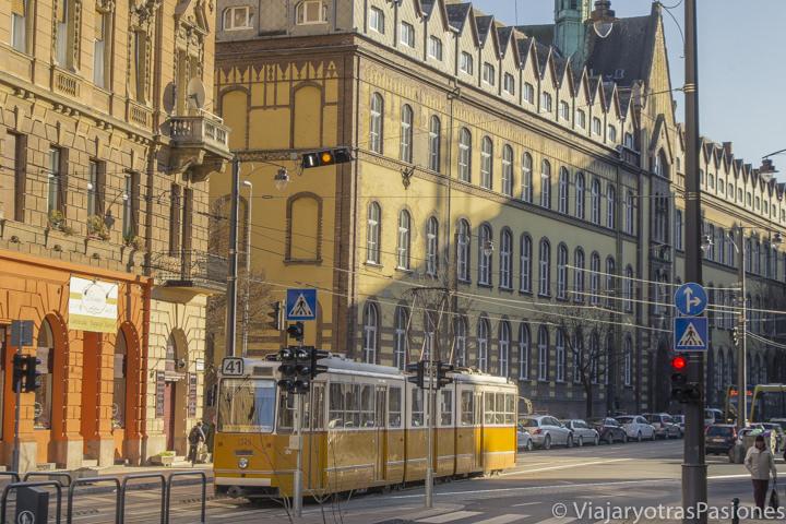 Típico tranvia para moverse el la ciudad de Budapest, Hungría
