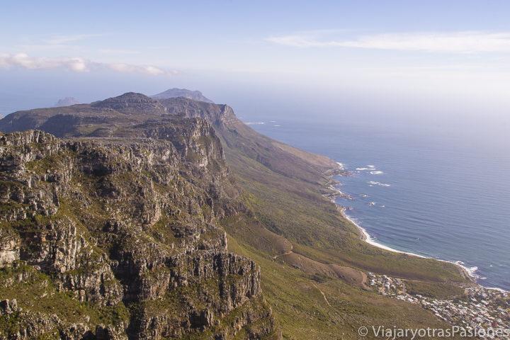 Imagen de la Table Mountain y el mar, Ciudad del Cabo, Sudáfrica