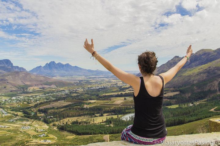 Panorámica del espectacular Valle de los Viñedos, cerca de Cape Town, Sudáfrica