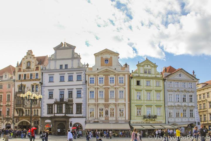 Hermosas casas de colores en la Ciudad Vieja de Praga, República Checa