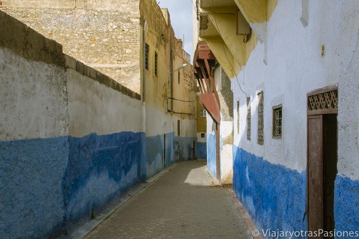 Callejón en Fez el Jdid, uno de los barrios qué ver en Fez en Marruecos