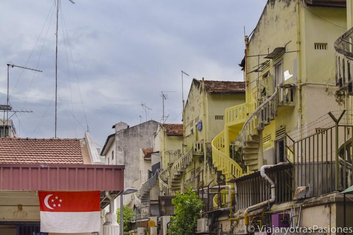Típicas casas en el barrio de Geylang en Singapur en un día