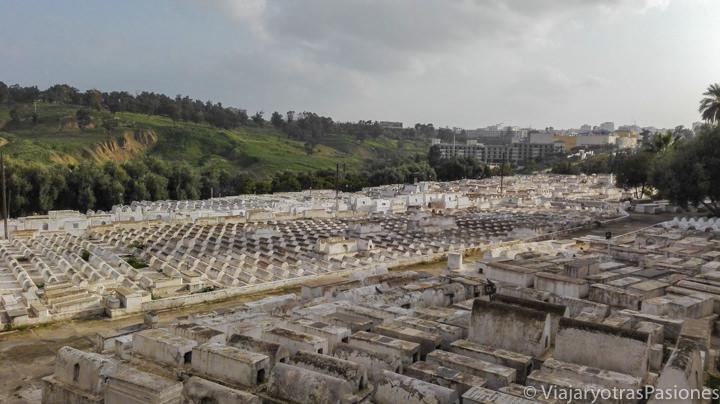 El increíble cementerio judío en un barrio de Fez en Marruecos