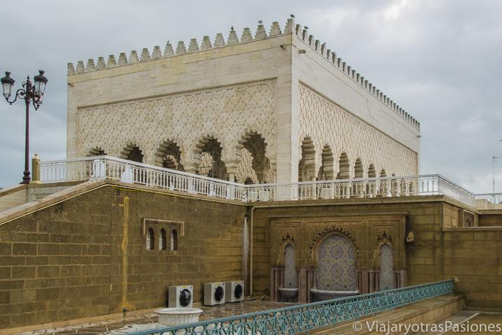 Vista exterior del Mausoleo de Mohammed V en Rabat en Marruecos