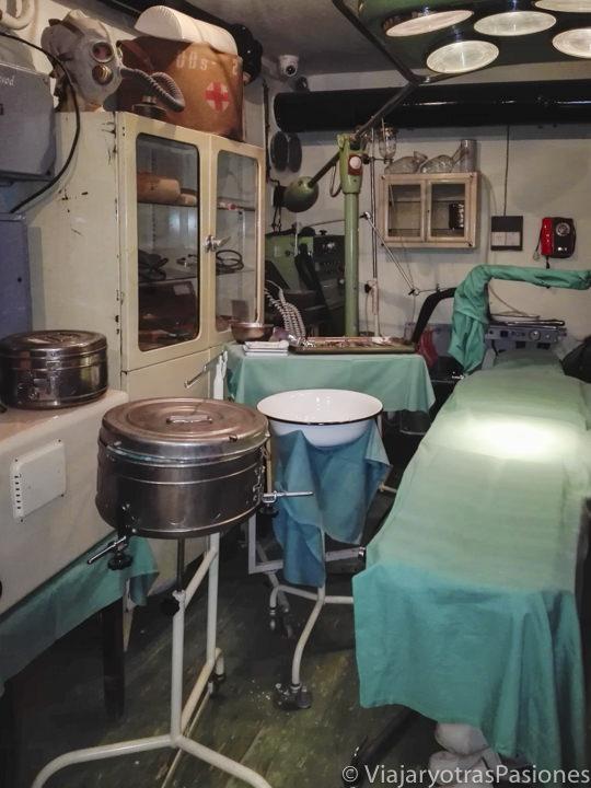 Interior del museo del búnker de la Guerra Fría en Praga, República Checa