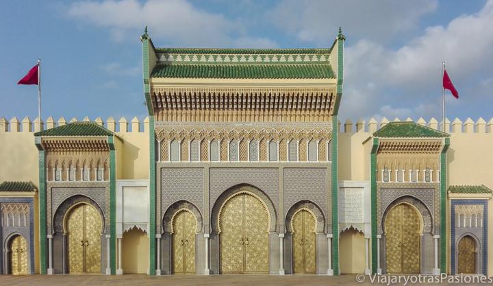 Magníficas puertas del palacio real de Fez en Marruecos