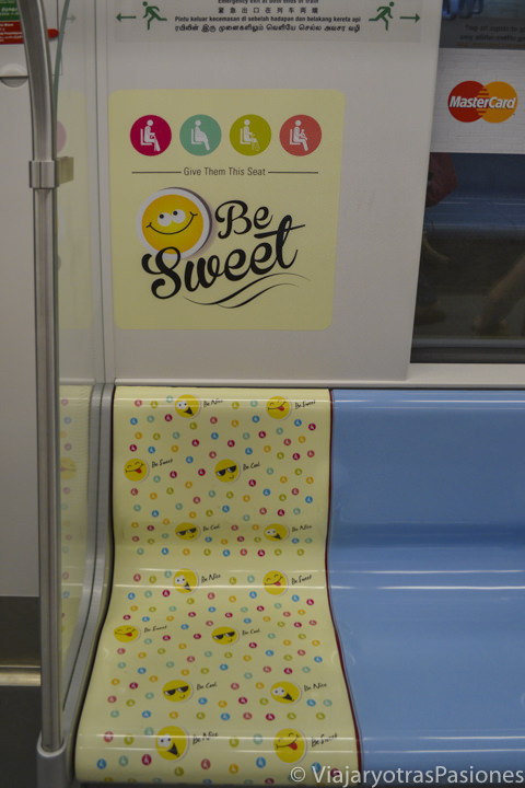 Detalle de una silla en el metro de Singapur desde el aeropuerto Chiangi