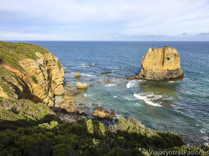 Bonita costa cerca de Aireys Inlet en la Great Ocean Road en Australia
