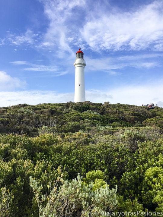 El precioso faro de Aireys Inlet en la Great Ocean Road en el viaje a Melbourne y Victoria en Australia