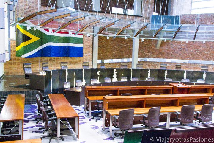 Aula principal de la Corte Constitucional en Constitution Hill en Johannesburgo en Sudafrica