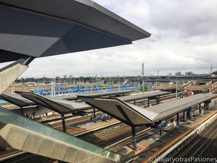 Estación del tren para llegar a Melbourne desde el aeropuerto en Australia