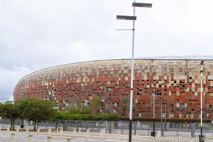 Creativo exterior del estadio principal del fútbol en qué ver en Johannesburgo en Sudáfrica