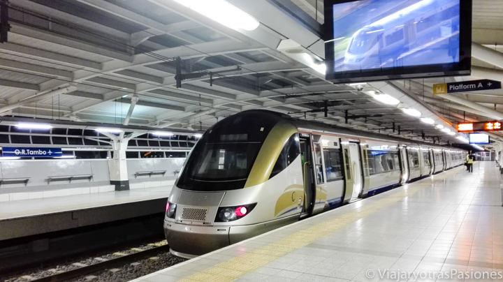 El tren Gautrain para llegar a Johannesburgo desde el aeropuerto en Sudáfrica